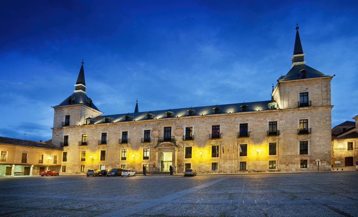 Circuit en Hôtels Paradors 4*, Région Grand-Ouest & Paris