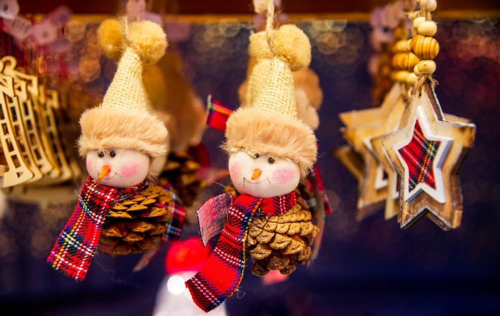 Marchés de Noël en Alsace : Spectacle au Royal Palace, Région Sud-Ouest